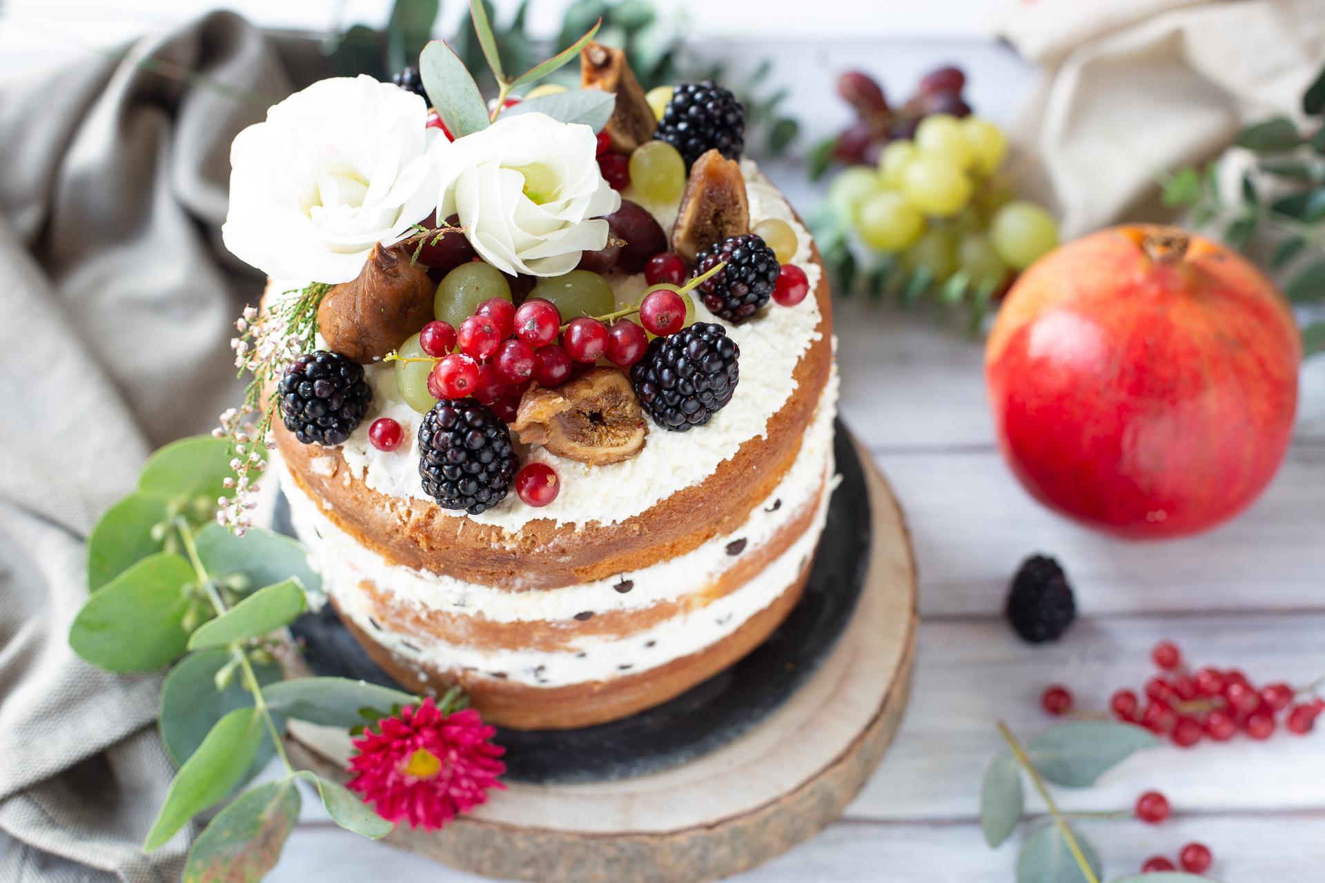 Naked Cake con crema allo yogurt e frutti di bosco | A