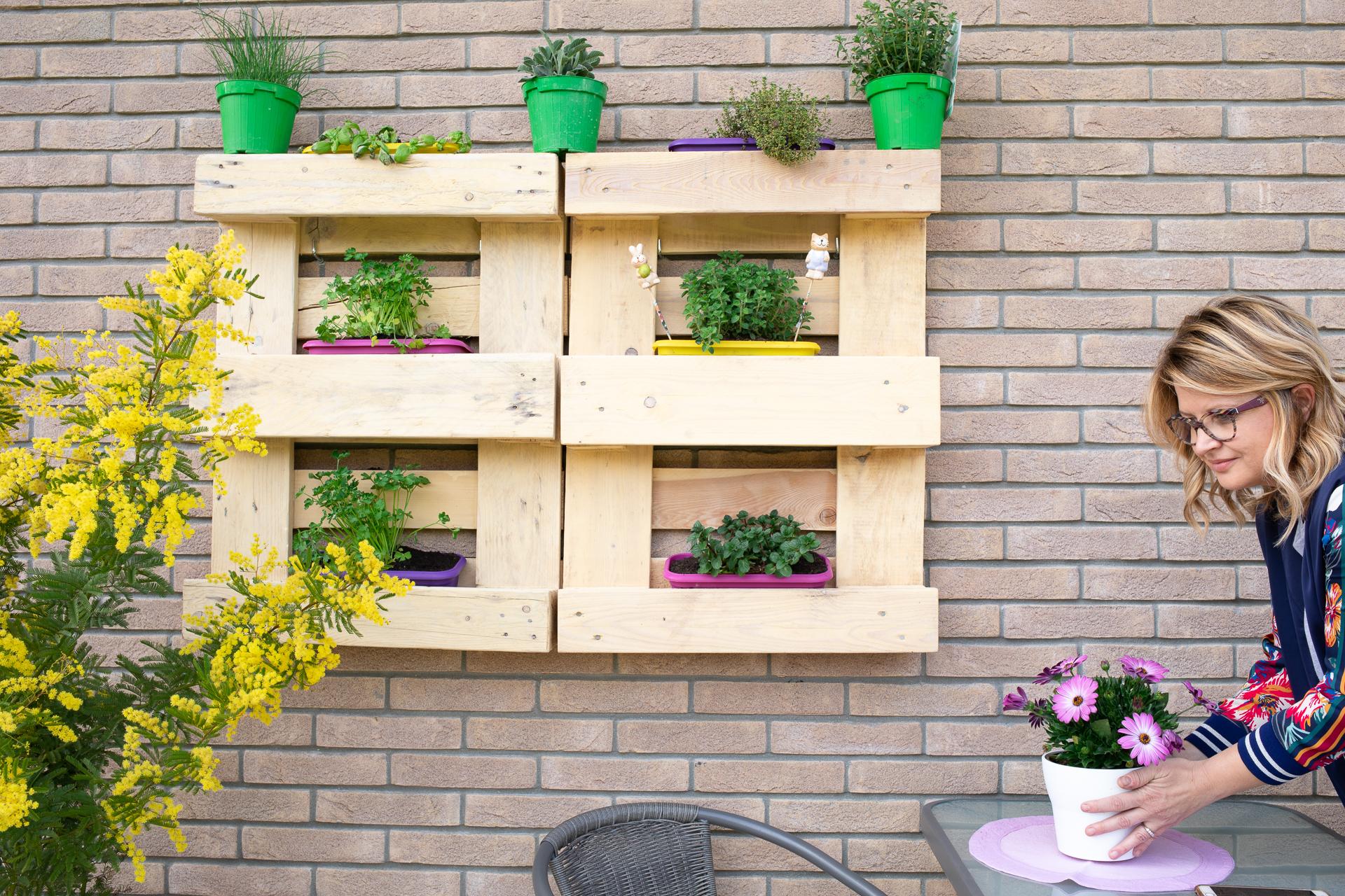 Coltivare In Casa Piante Aromatiche come costruire un orto verticale con i pallet | mamma gy